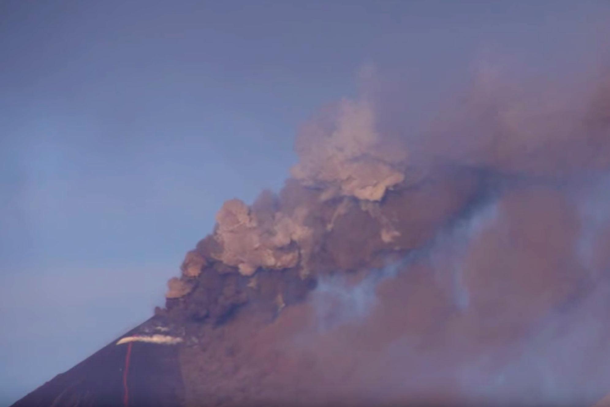 "<p>Кадр видео&nbsp;<a href=""https://www.youtube.com/watch?v=dXZGcb1Jgqo"" target=""_blank"">Eruption of Klyuchevskoy (Ключевской) in Kamchatka</a>. Скриншот &copy; L!FE</p>"