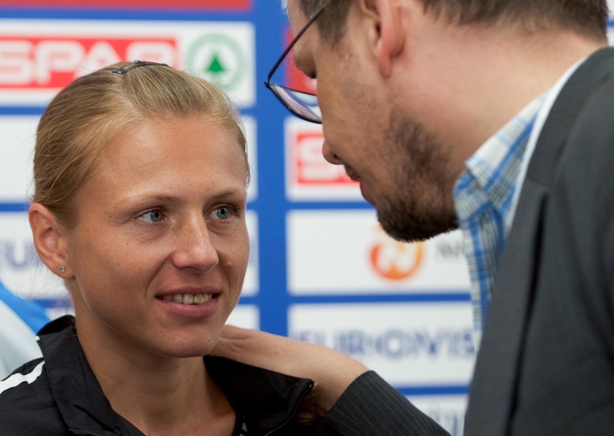 <p>Юлия Степанова и журналист немецкого телеканала ARD Хайо Зеппельт. Фото: &copy; РИА Новости/<span>Елена Соболь</span></p>