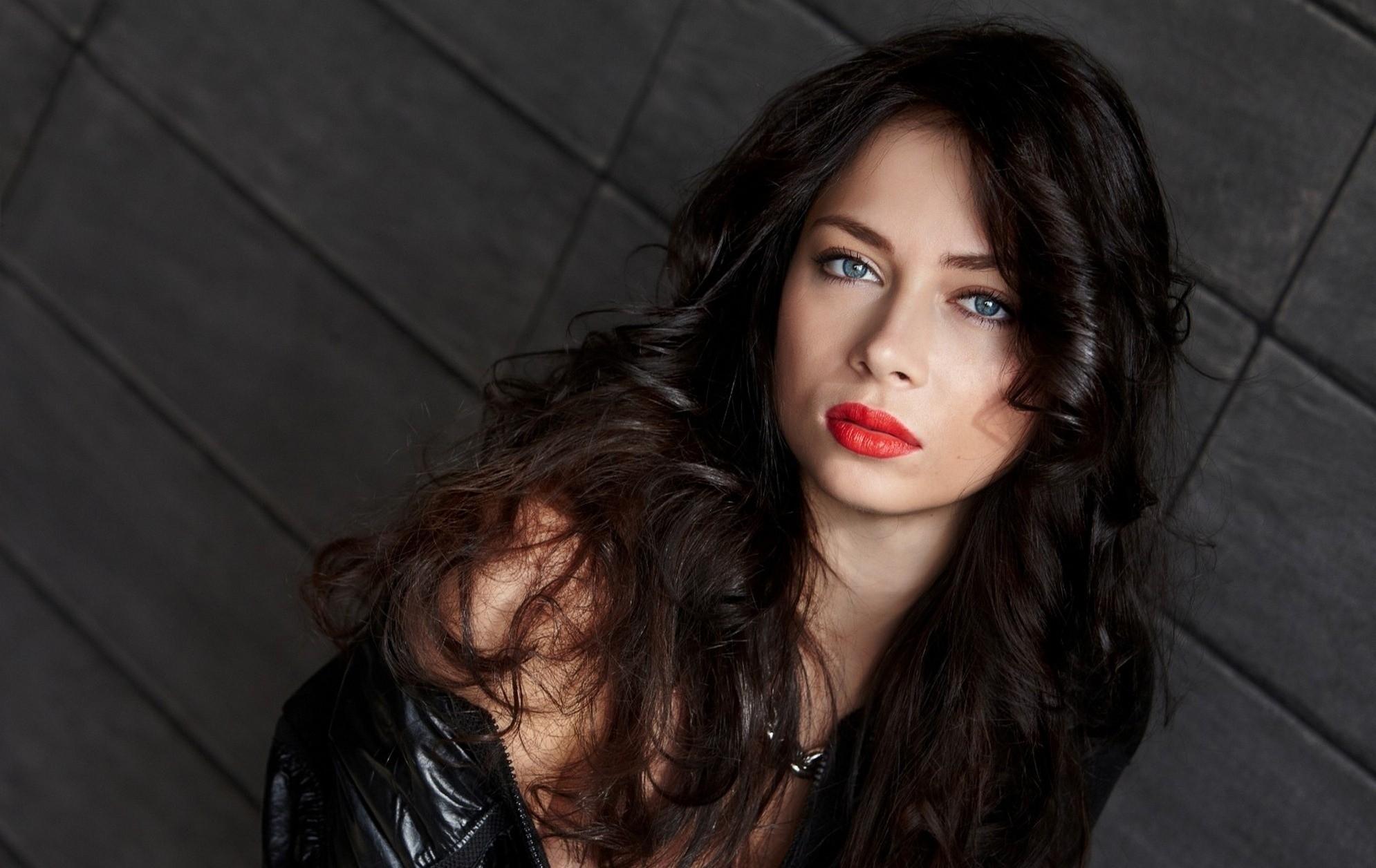 <p>Настасья Самбурская</p> <p>Фото:&nbsp;Официальный сайт</p>