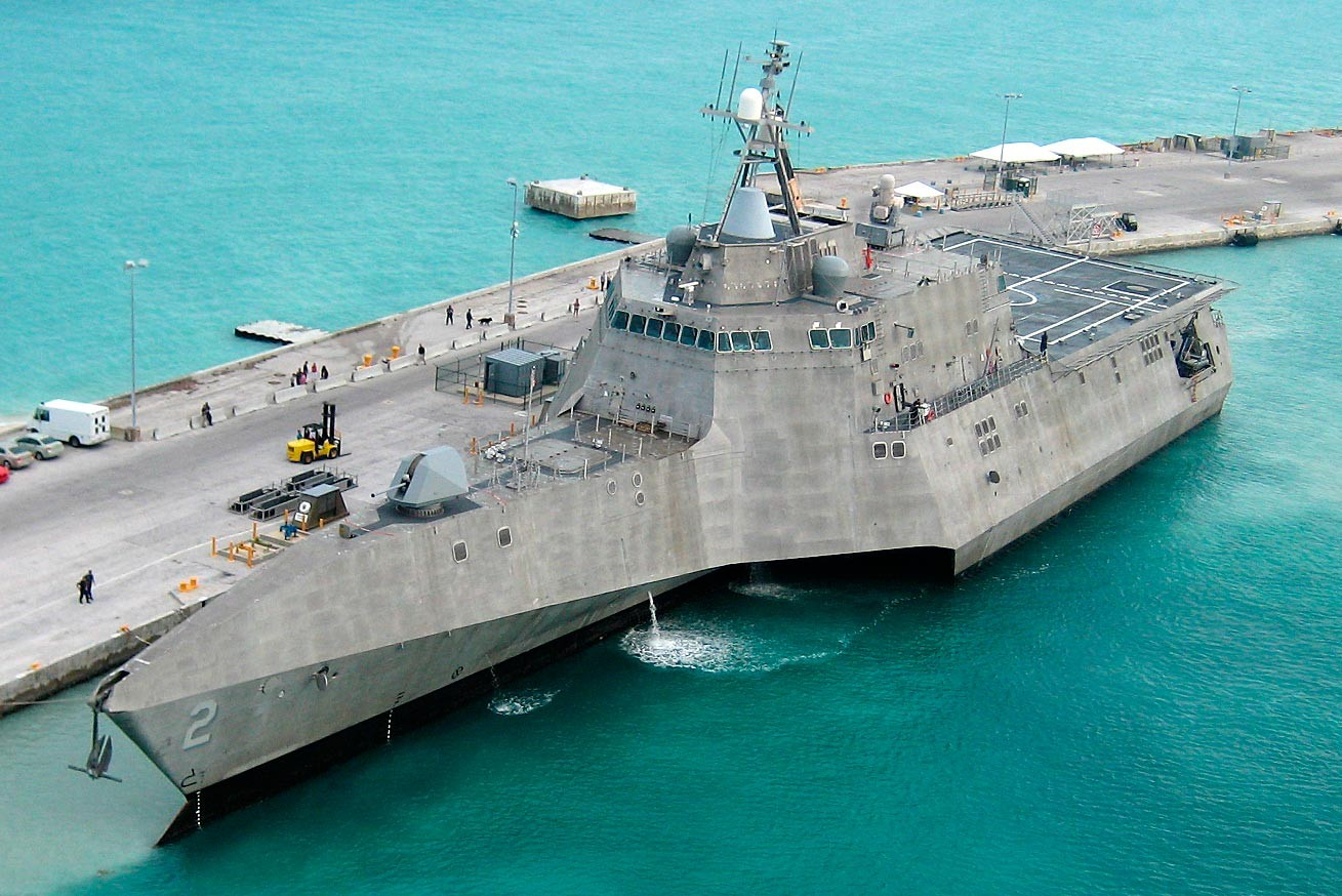 """<p>Фото: &copy;&nbsp;<a href=""""https://en.wikipedia.org/wiki/USS_Montgomery_(LCS-8)#/media/File:USS_Independence_LCS-2_at_pierce_(cropped).jpg"""" target=""""_blank"""">wikipedia.org</a></p>"""
