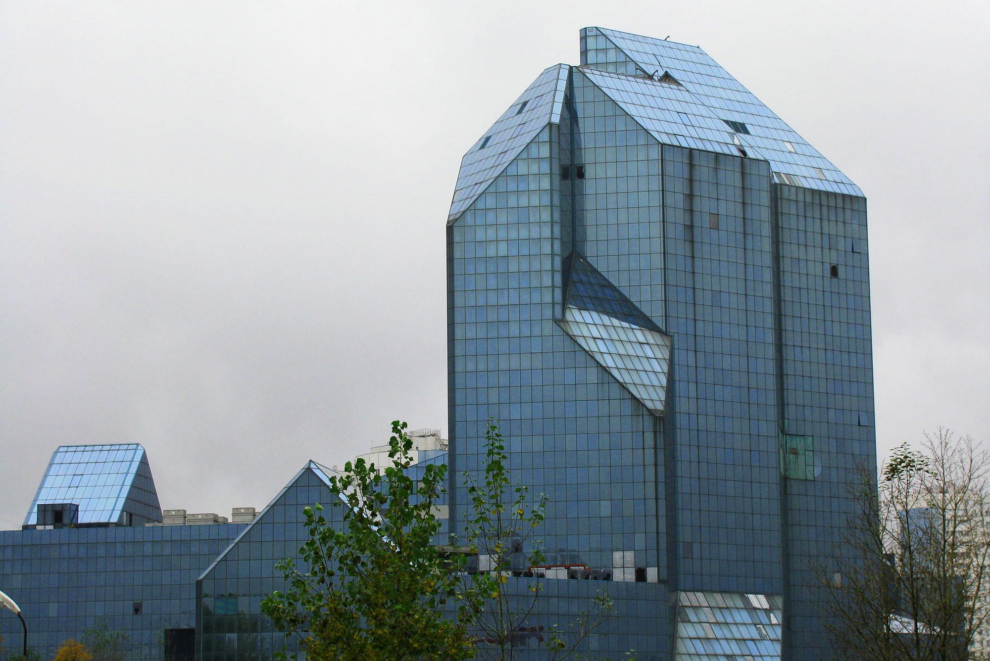 синий зуб заброшенный бизнес центр зенит фото информацией