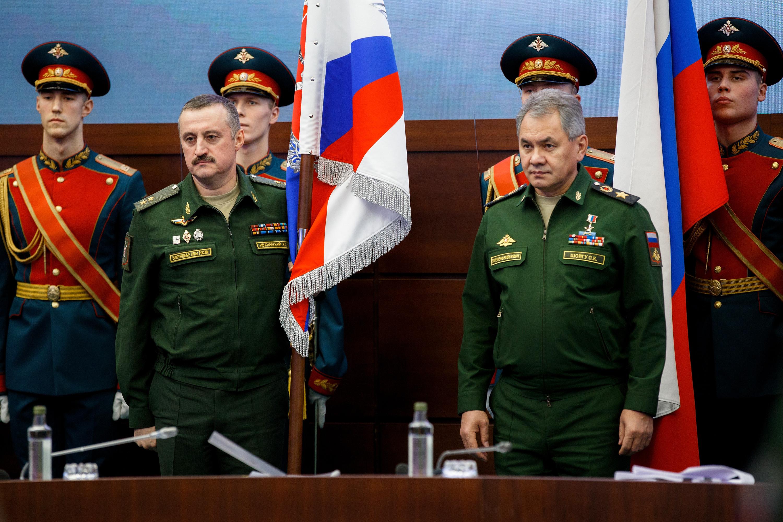 <p>генерал-лейтенант Владимир Ивановский слева / Фото: &copy;РИА Новости</p>