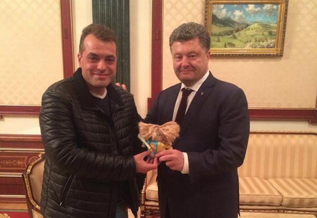 <p>Юрий Бирюков и Пётр Порошенко / Фото: соцсети</p>