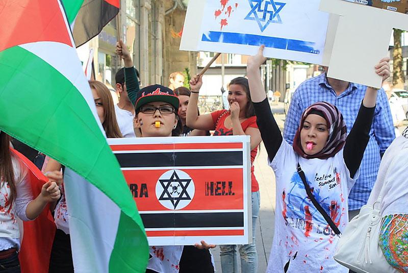 "<p>Фото: &copy;&nbsp;<a href=""http://ieshua.org/sdoxni-izrail-glavnyj-lozung-antisemitskix-demonstracij-v-germanii.htm"" target=""_blank"">Ieshua.org</a></p>"