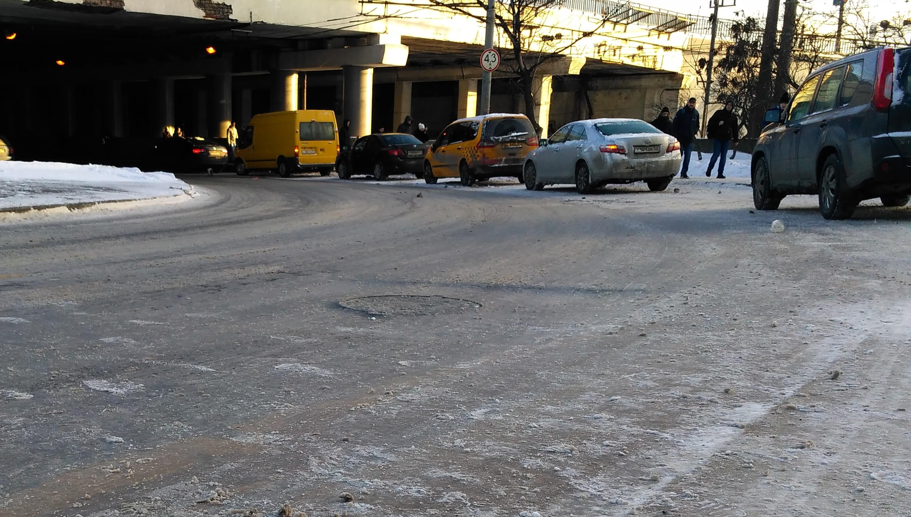 <p>Массовая авария с участием 7 машин на Новослободской улице. Фото: L!FE</p>