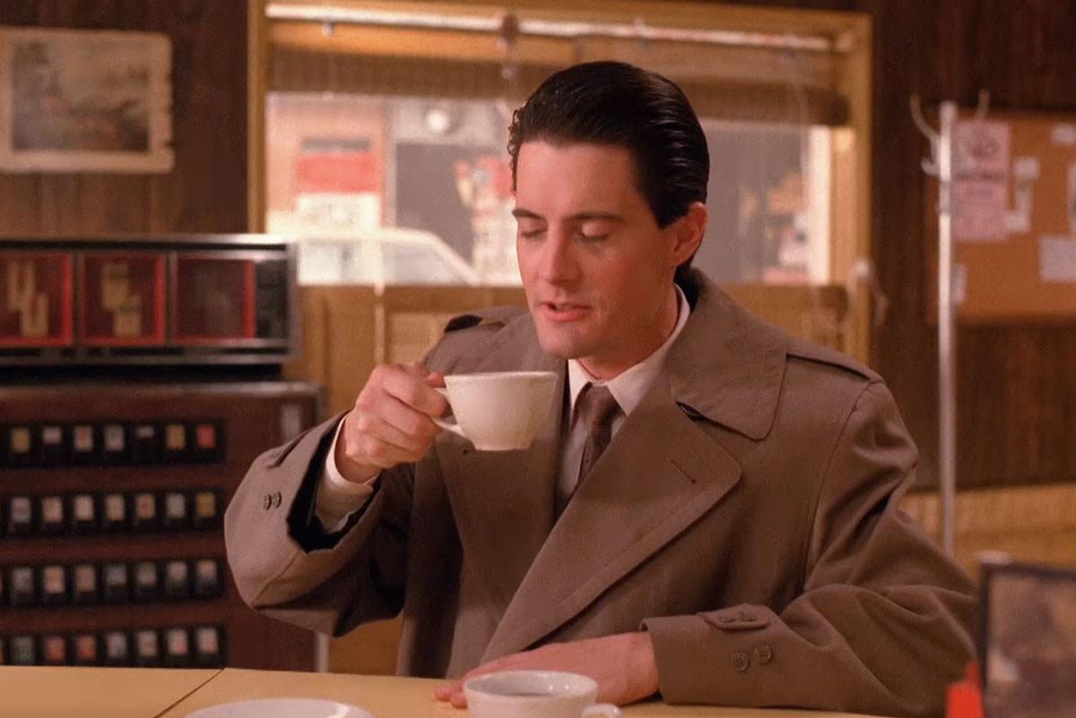 "<p>Кадр видео &ldquo;<a href=""https://www.youtube.com/watch?v=5g8UqfJRJgc"" target=""_blank"">Twin Peaks   Damn Good Coffee   SHOWTIME Series (2017)</a>&rdquo;. Скриншот &copy; L!FE</p>"