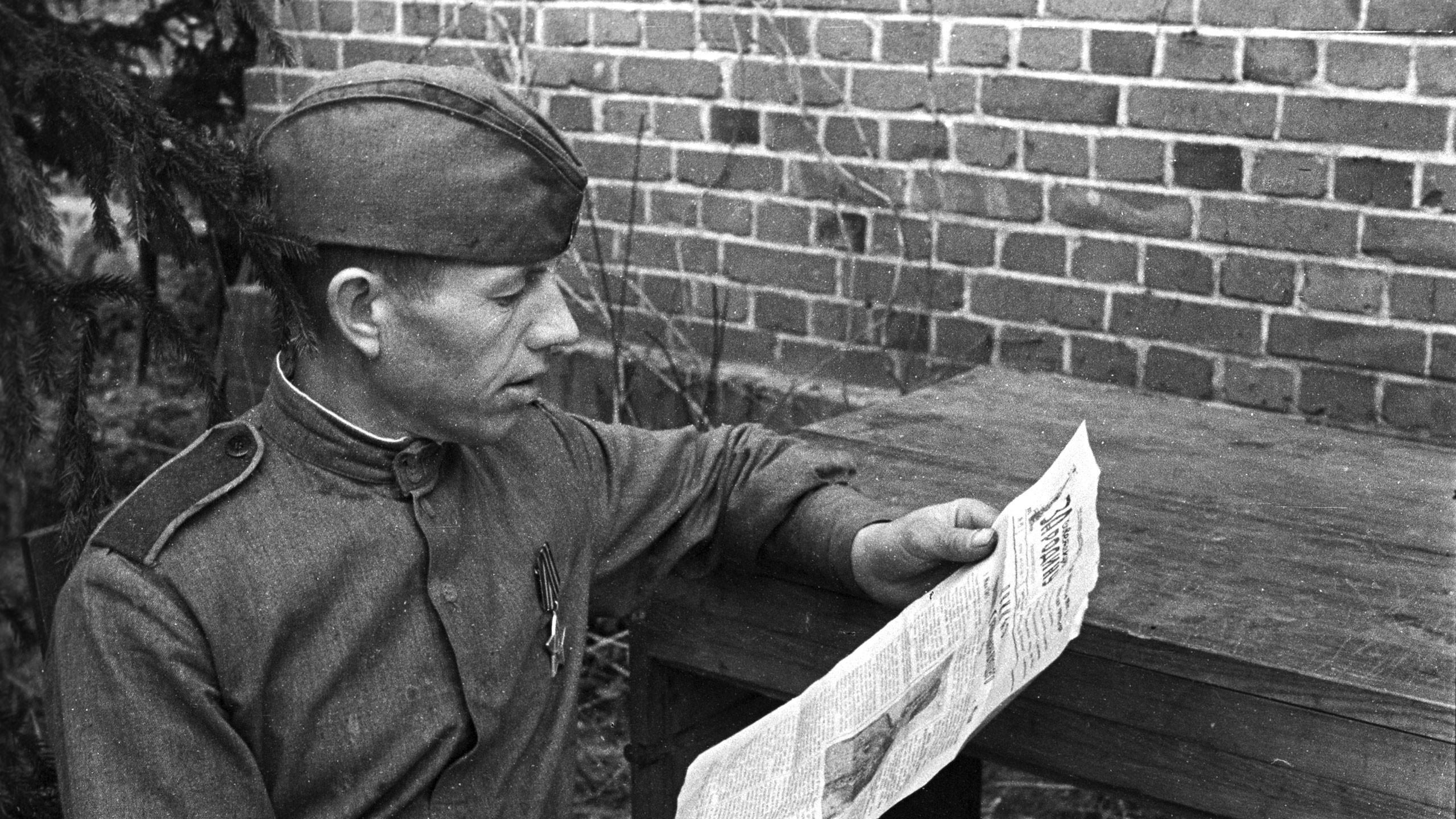 Солдат читающий письмо картинки