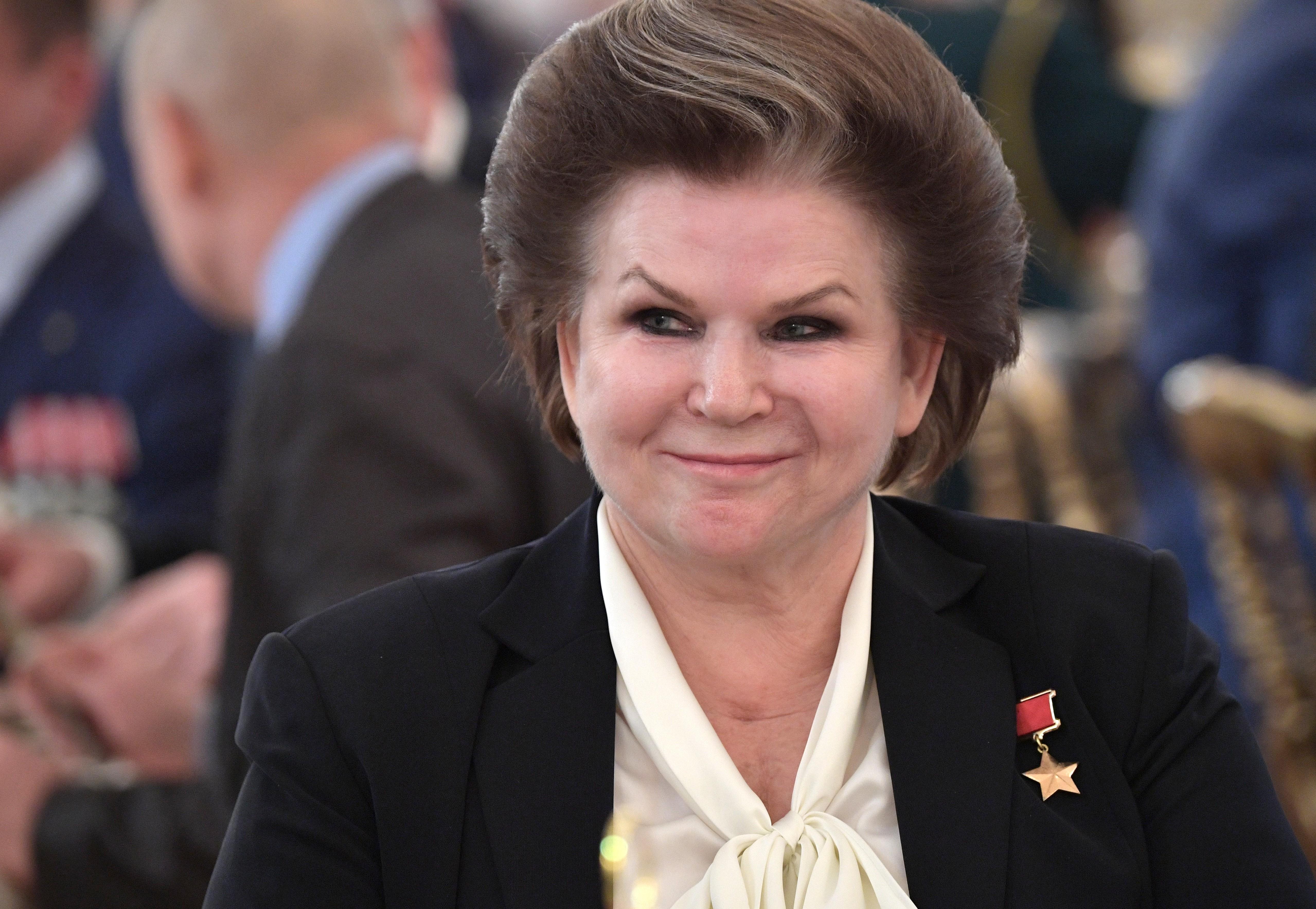 Терешкова предложила дать возможность Путину снова избираться на пост президента