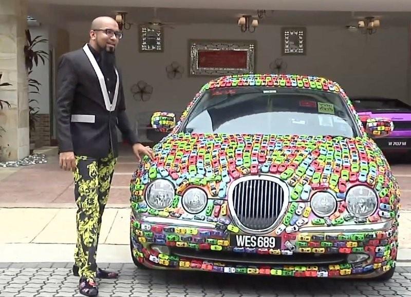 <p><span>Кадр из видео Lekat kereta mainan pada kereta Jaguar/YouTube. Скрин: &copy; L!FE</span></p>