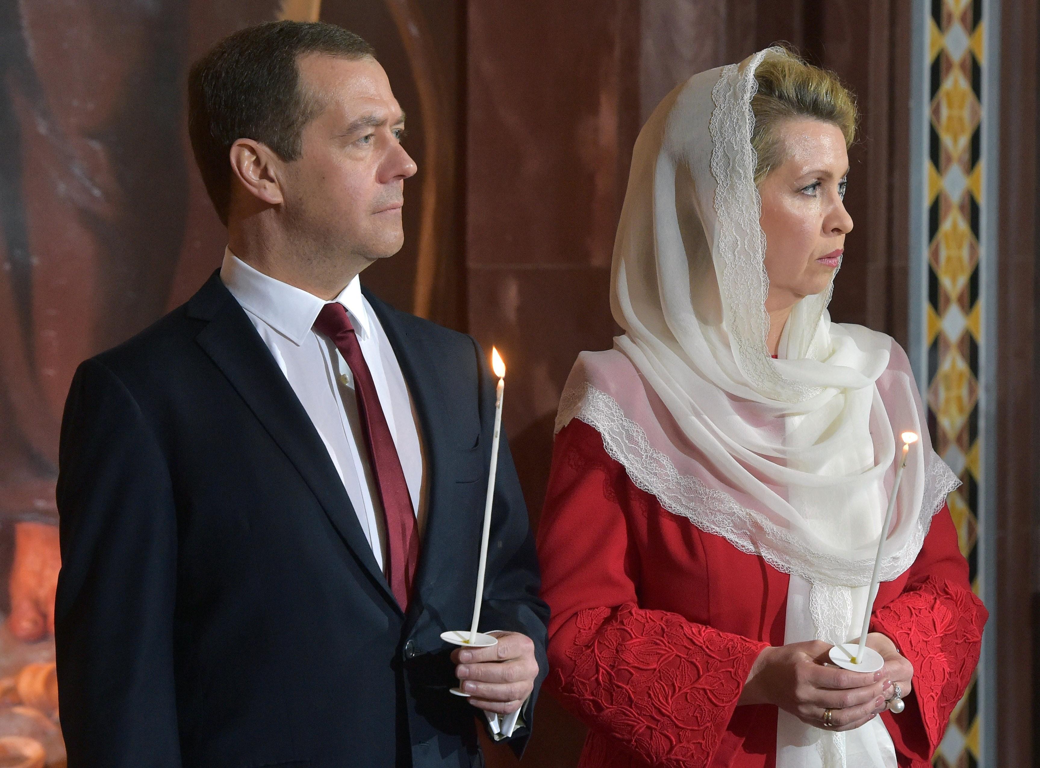 Фото с женой медведева поездка в малайзию признаком
