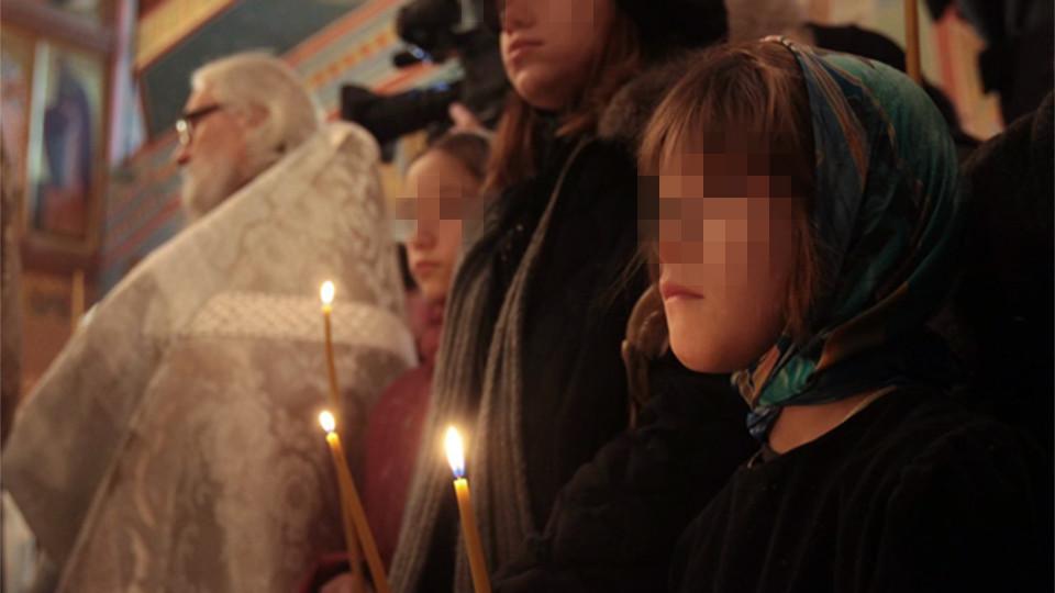 <p>Дочери священника Даниила Сысоева на похоронах.&nbsp;Фото: &copy;РИА Новости /&nbsp;Илья Питалев</p>
