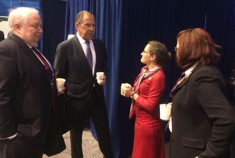 <p>Христя Фриланд (в центре) с главой МИД РФ Сергеем Лавровым и послом РФ в США Сергеем Кисляком. Фото: Twitter.com/cafreeland</p>