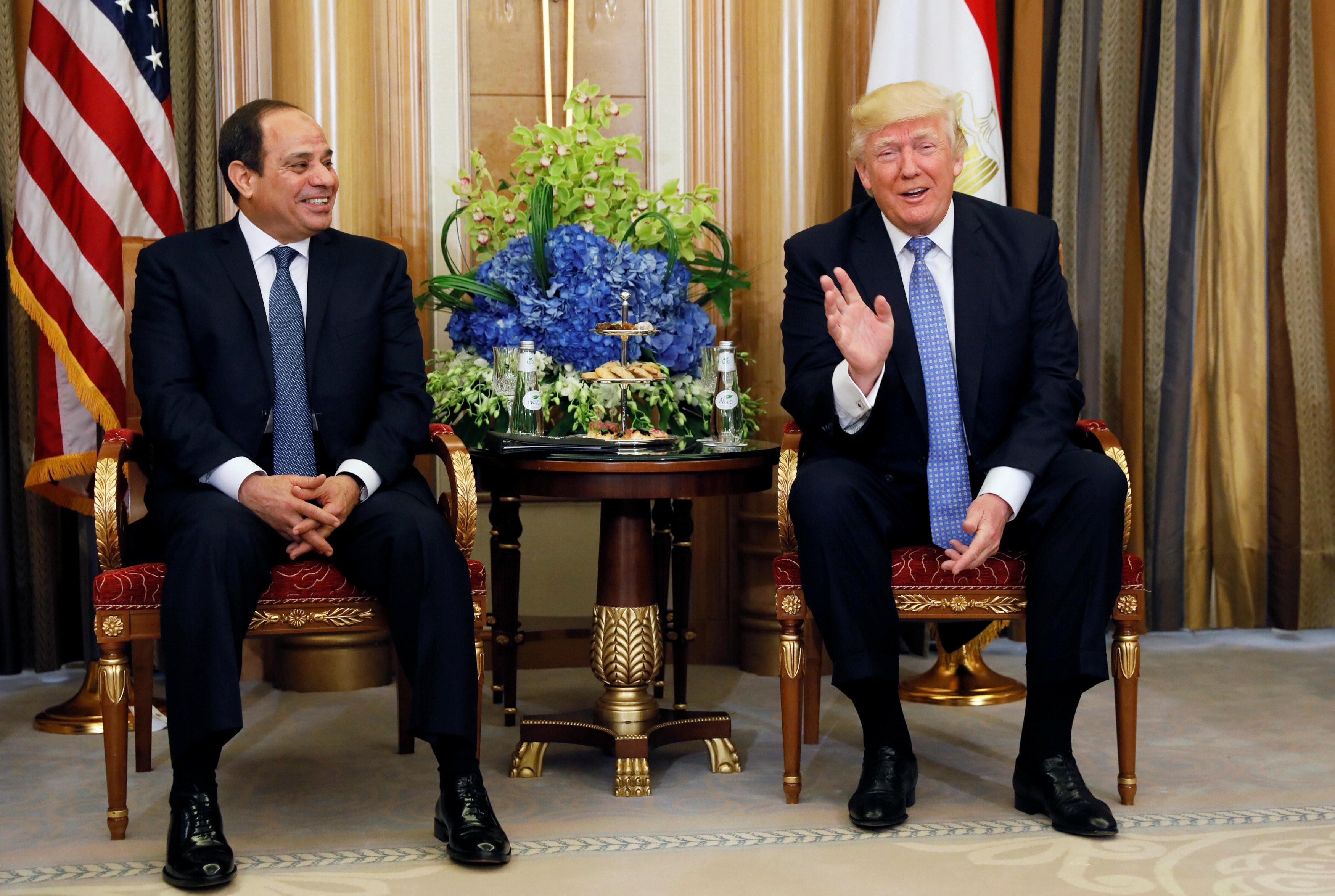 <p>Президент США Дональд Трамп и президент Египта&nbsp;<span>Абдул-Фаттах Халил Ас-Сиси на встрече в Саудовской Аравии. Фото: &copy;Reuters&nbsp;</span></p>