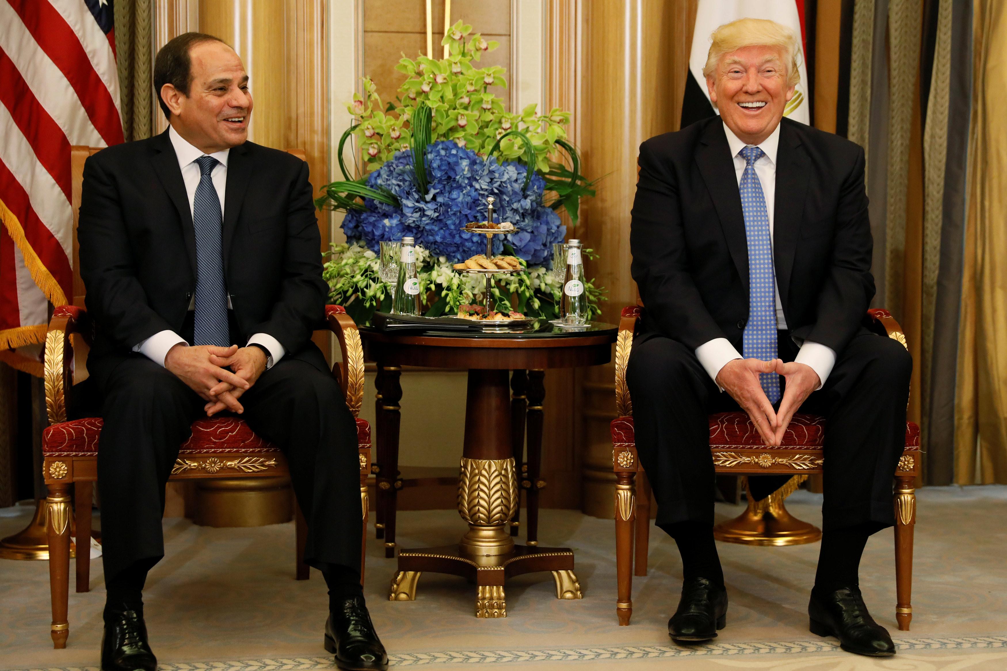 <p><span>Президент США Дональд Трамп и президент Египта&nbsp;Абдул-Фаттах Халил Ас-Сиси на встрече в Саудовской Аравии. Фото: &copy;REUTERS/Jonathan Ernst</span></p>