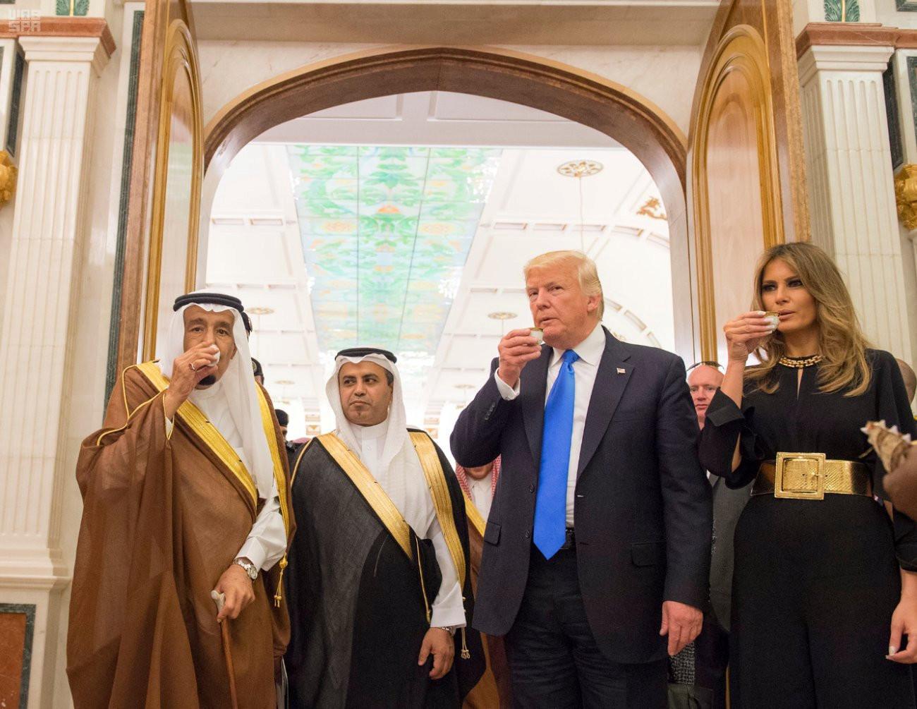 <p><span>Король Саудовской Аравии Салман ибн Абдул-Азиз Аль Сауд, президент США Дональд Трамп с супругой Меланьей. Фото: &copy;REUTERS</span></p>