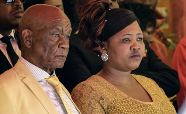 <p><span>Том Табане с супругой. Фото:&nbsp;&copy;&nbsp;African Independent/</span><span>Justice Kalebe </span></p>
