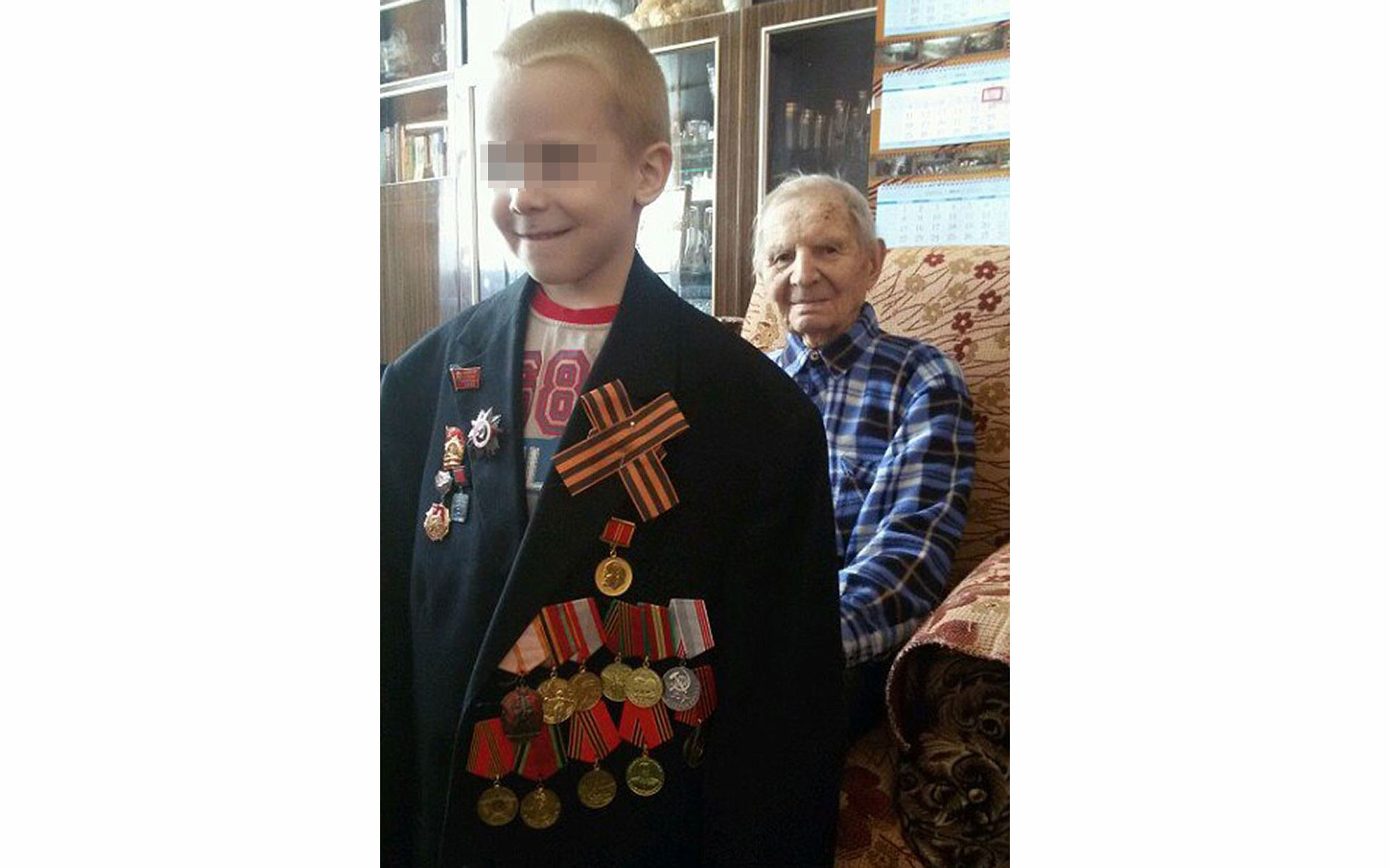 Алёша Шимко с дедушкой. Фото: © Mash