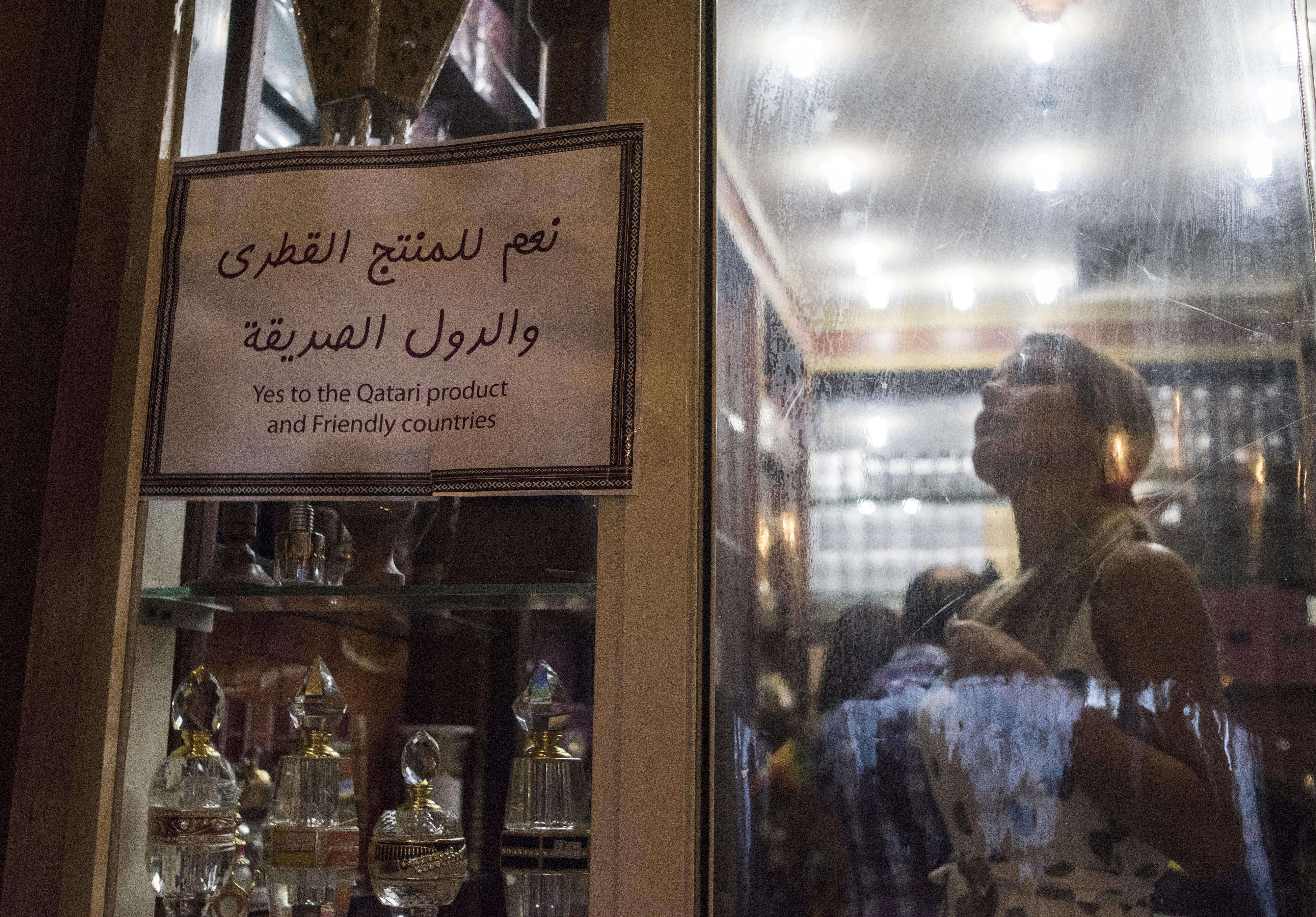 <p><span>Магазин в Дохе с призывом поддержать катарские товары. Фото: &copy; РИА Новости/Валерий Мельников</span></p>