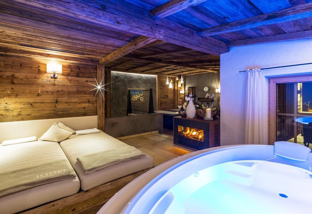 Один из номеров спа-отеля Jagdhof. Фото: booking.com