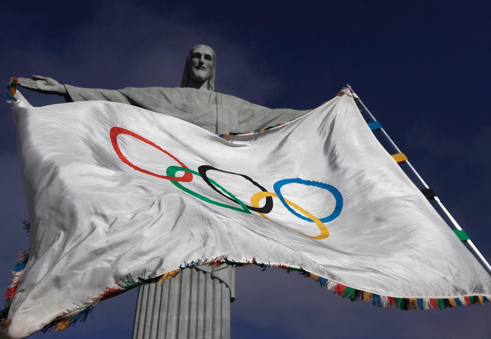 <p>Статуя Христа-Искупителя и флаг олимпиады. Фото: &copy;&nbsp;<span>REUTERS/Ricardo Moraes</span></p>