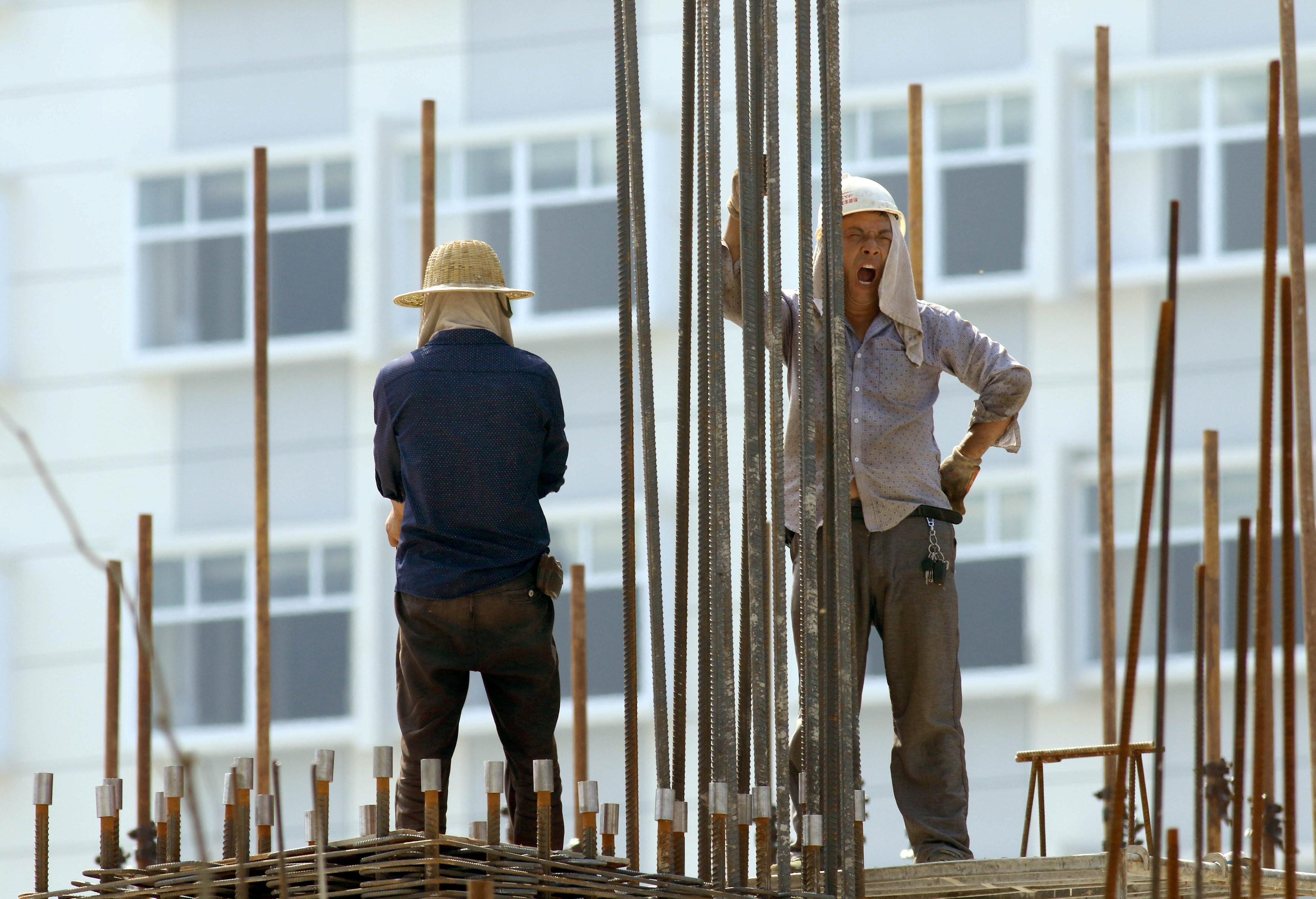 <p>Строители в Китае. Фото: &copy; REUTERS</p>