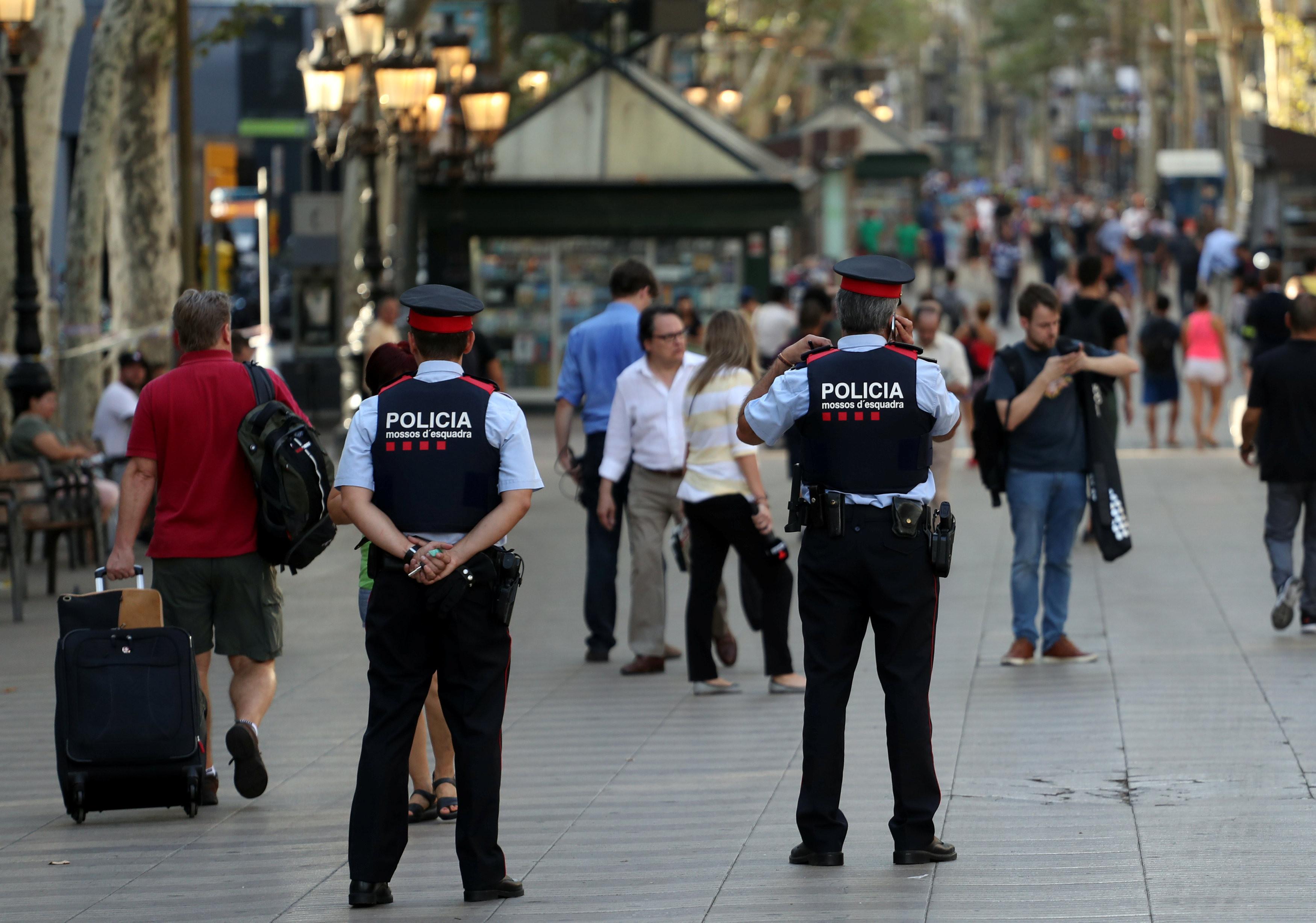 <p>Испанские полицейские. Фото: &copy; REUTERS/Sergio Perez</p>