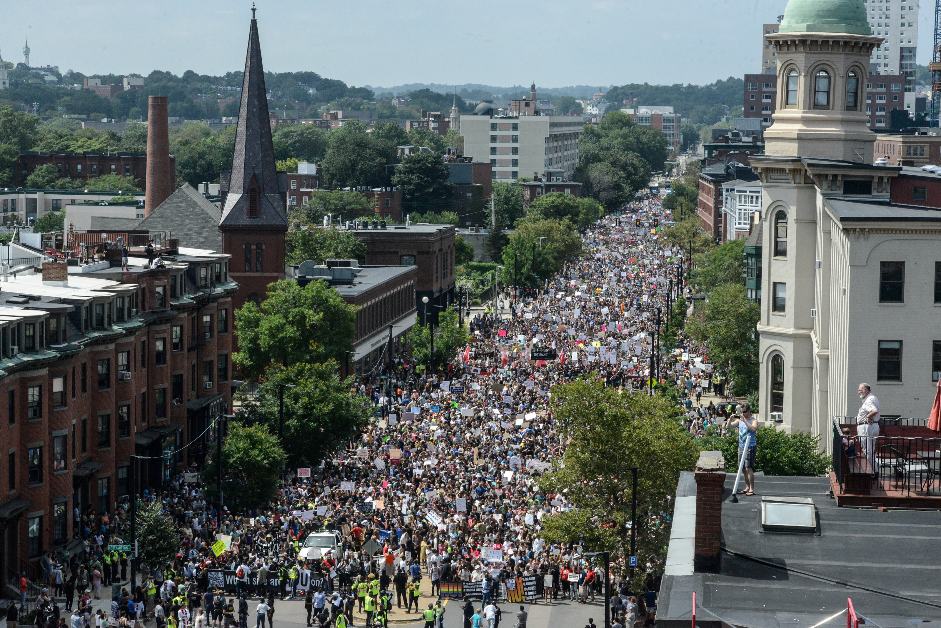 Многотысячный марш в Бостоне. Фото: © REUTERS/Stephanie Keith