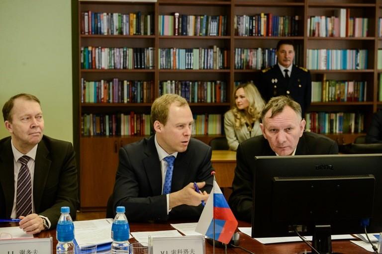 Василий Соколов (в центре). Фото: © Федерального агентства по рыболовству
