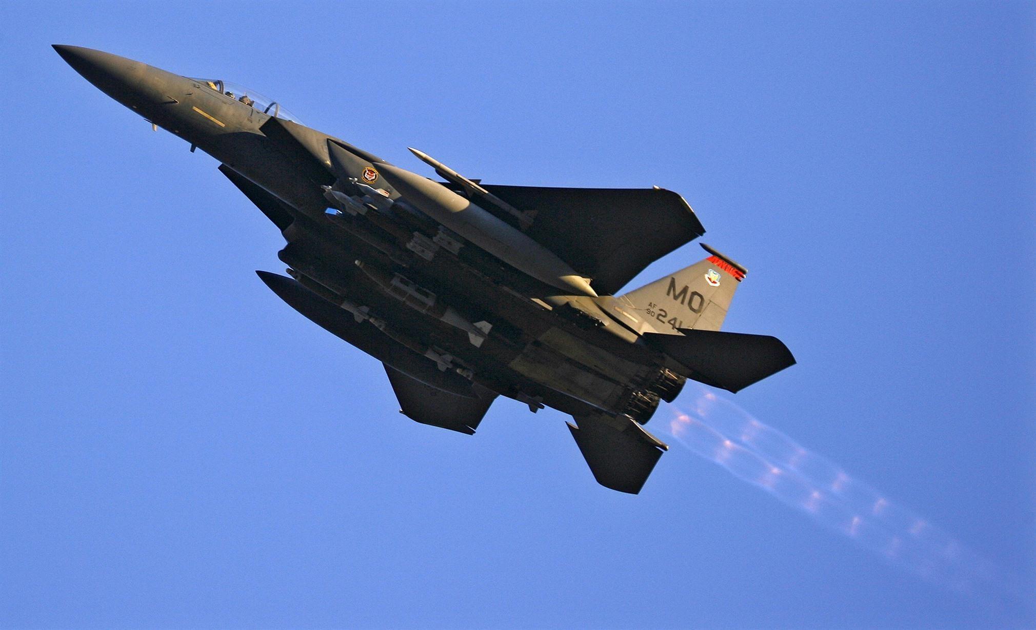 <p>Американский истребитель-бомбардировщик F-15E. Фото: &copy; REUTERS/<span>Bob Strong</span></p>