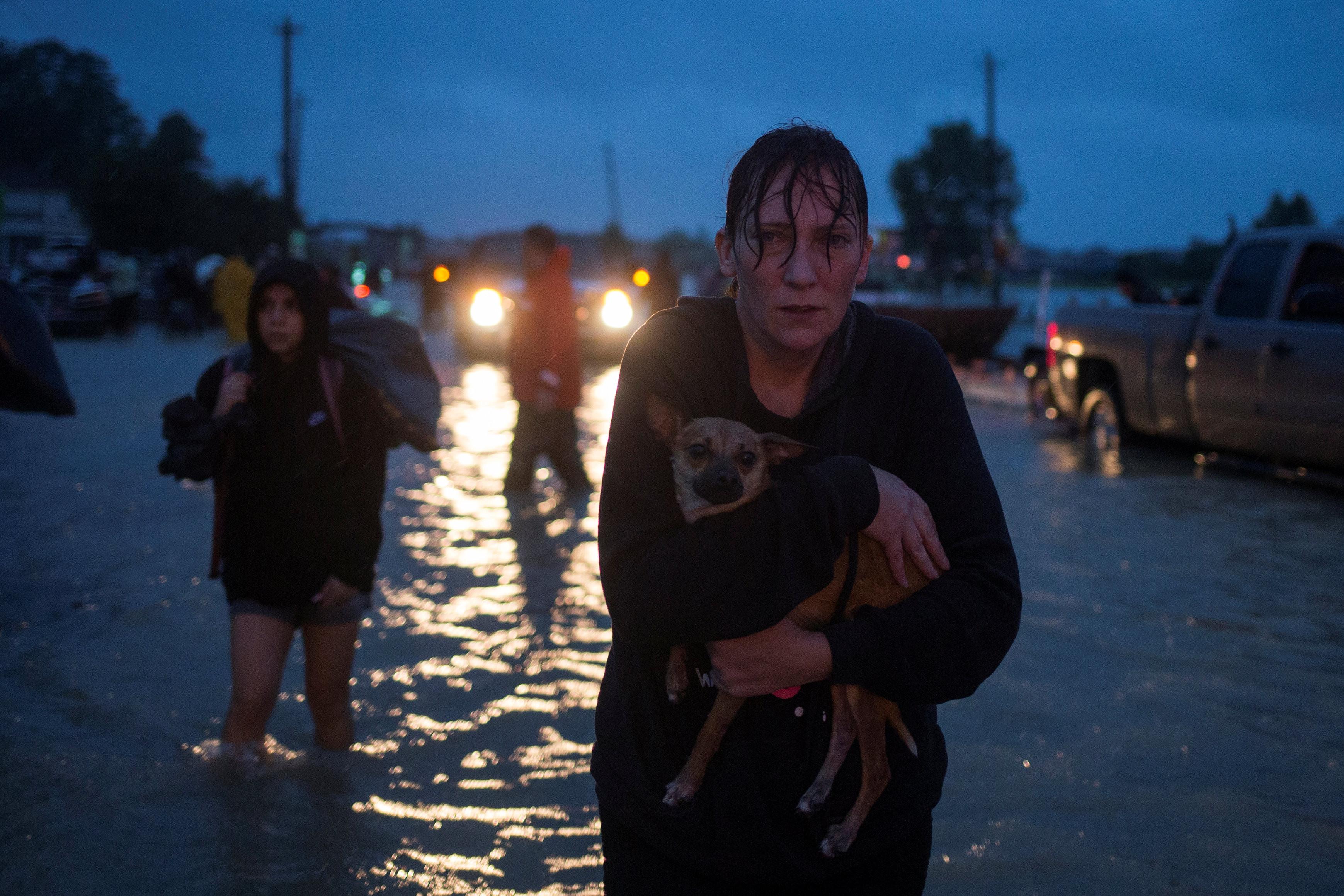 <p><span>Жители Хьюстона (штат Техас), пострадавшие от урагана Харви</span></p> <p><span>Фото:&nbsp;&copy;REUTERS/Adrees Latif&nbsp;</span></p>