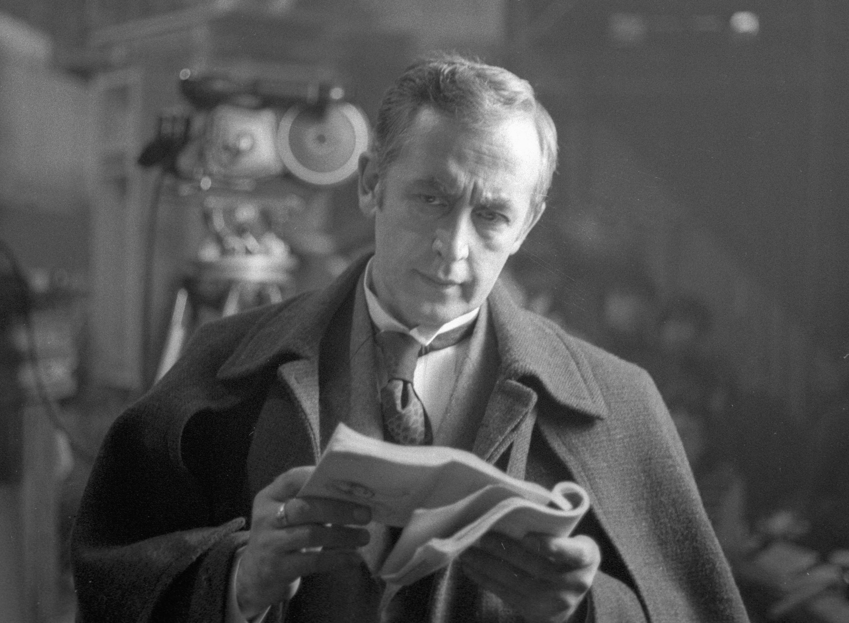 <p>Василий Ливанов в образе Шерлока Холмса. Фото &copy; РИА Новости/Дмитрий Донской</p>