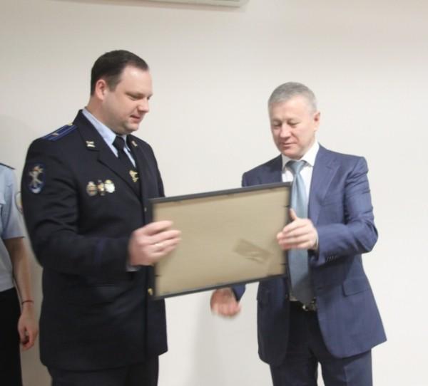 Начальник УМВД России по Камчатскому краю генерал-майор полиции Александр Сидоренко (справа).