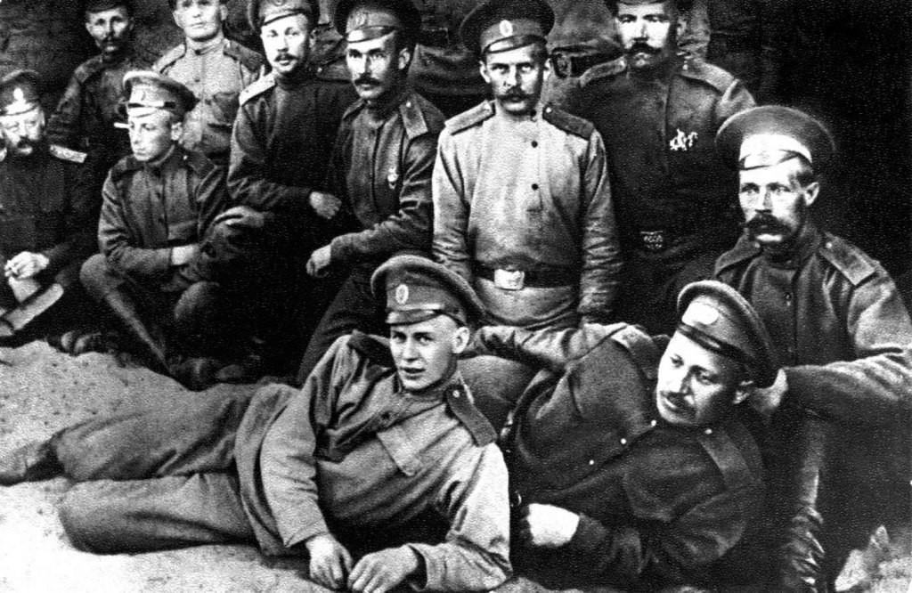 На переднем плане Сергей Есенин. Фото © Wikimedia Commons