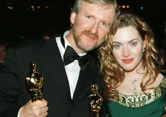 """<p>Режиссер Джеймс Кэмерон и актриса Кейт Уинслет на церемонии вручения премии """"Оскар"""" в 1998 году. Фото: &copy; REUTERS</p>"""