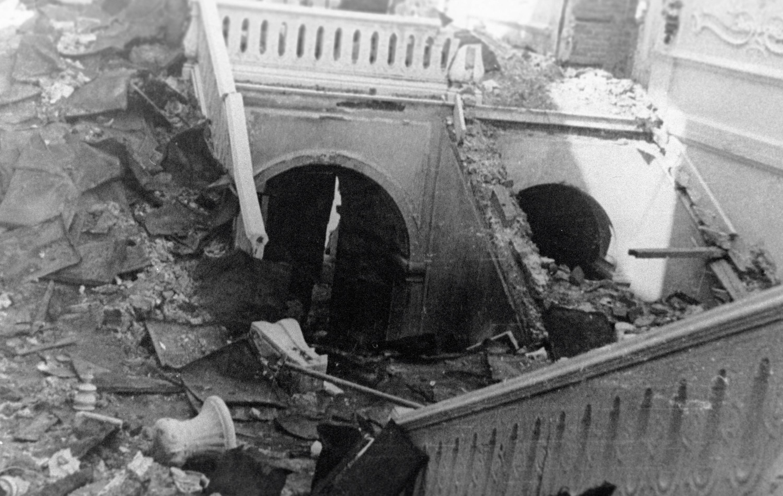 Разрушенная парадная лестница Екатерининского дворца. Фото © РИА Новости