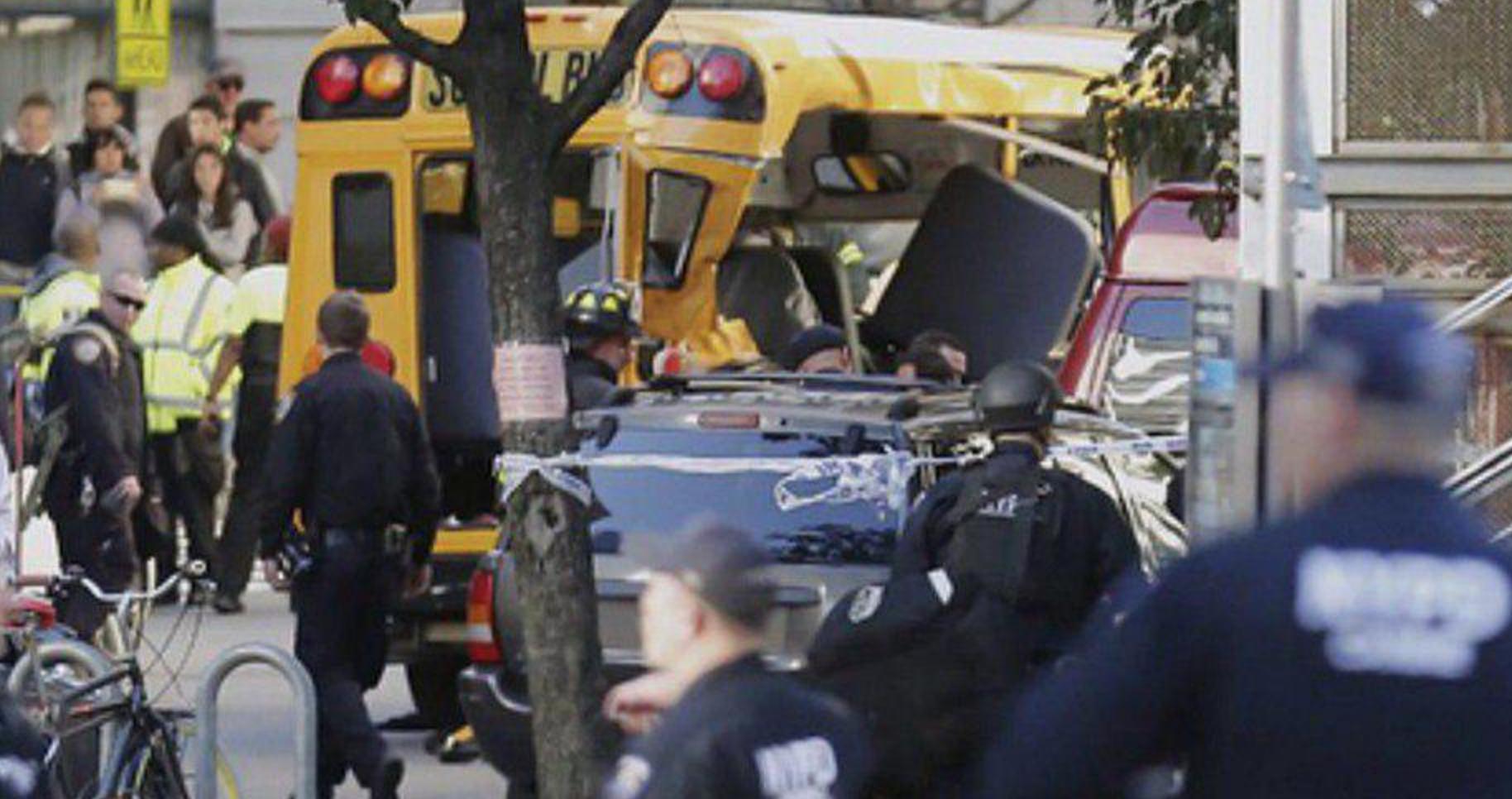 Путь террористу преградил школьный автобус