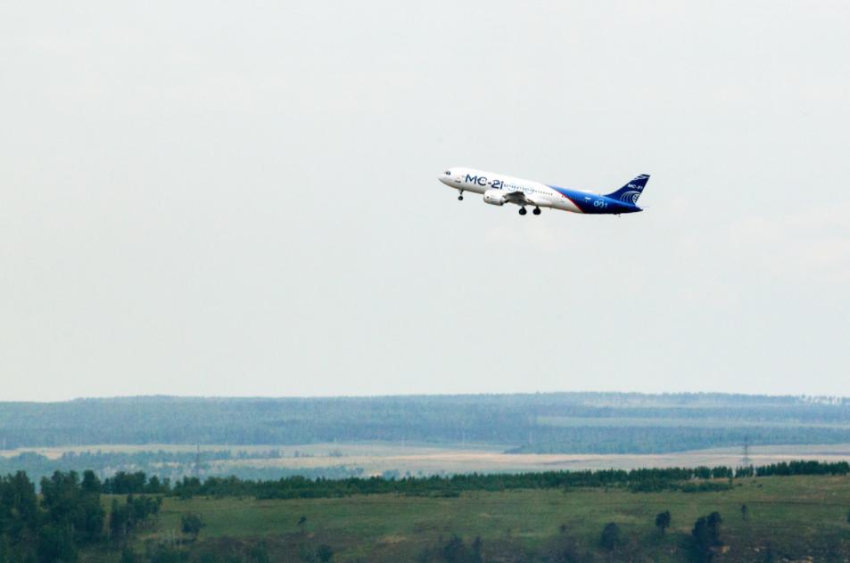 <p>Первый полет нового российского пассажирского самолета МС-21. Фото: &copy;РИА Новости/Владимир Смирнов&nbsp;</p> <div> <div></div> </div>