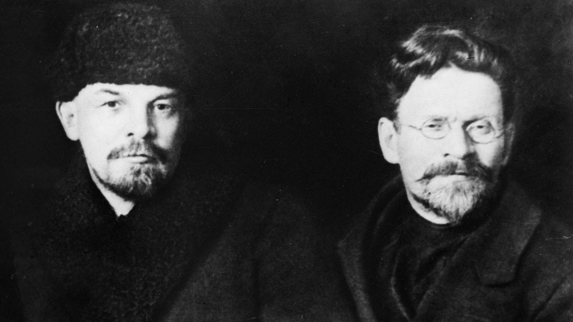 Владимир Ленин и Михаил Калинин на съезде Российской коммунистической партии большевиков. Фото: © РИА Новости