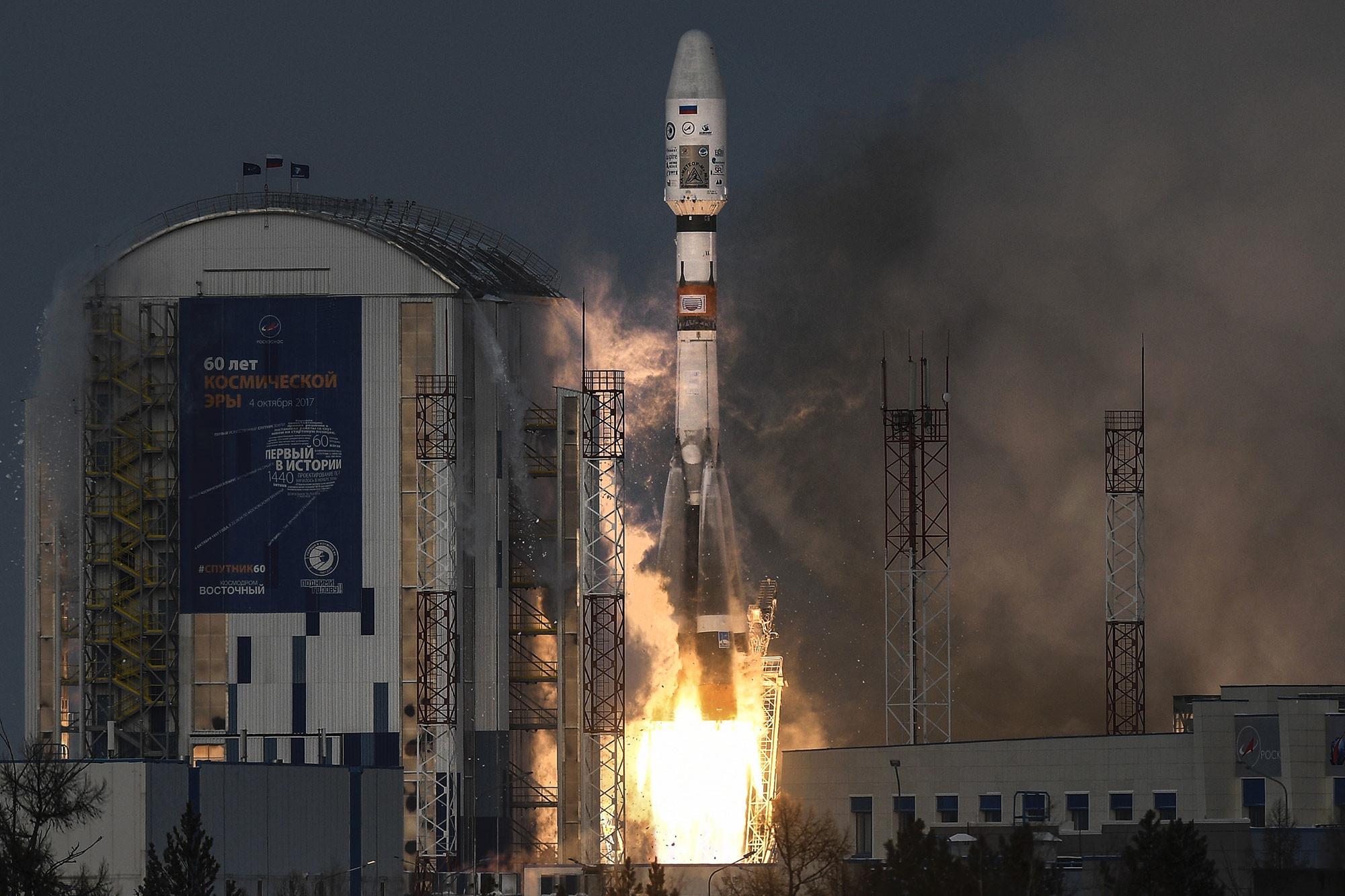"""Старт ракеты-носителя """"Союз-2.1б"""" с космическим аппаратом (КА) дистанционного зондирования Земли """"Метеор №2-1"""" и с 17 иностранными аппаратами с космодрома Восточный. Фото: © РИА Новости / Рамиль Ситдиков"""