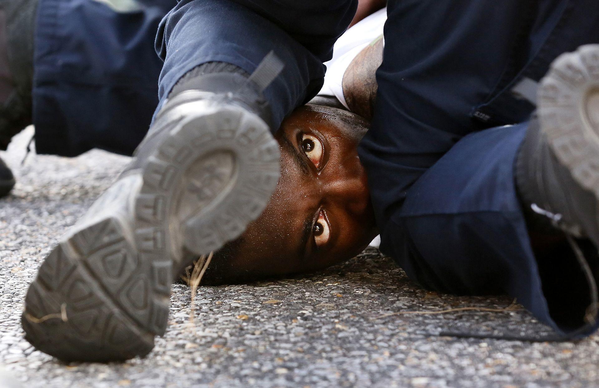 "Фото © Jonathan Bachman/""Protestor's Eyes"""