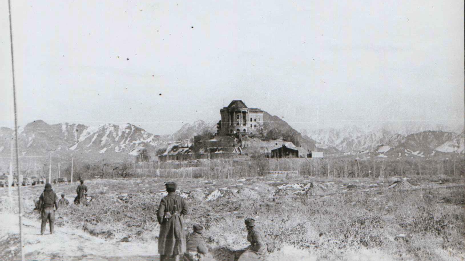 Дворец со стороны правого крыла после штурма 27 декабря 1979 года. Фото: © Wikipedia.org