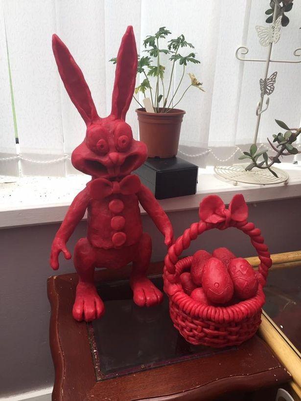 Ну а этого пасхального кролика с корзиной яиц захочет иметь каждый, даже если Пасха в его доме не празднуется.