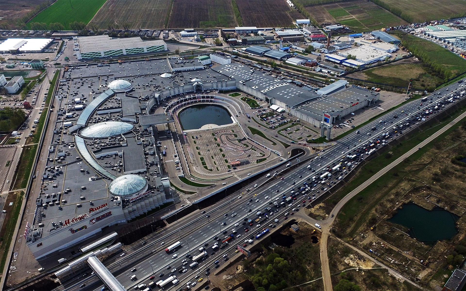 """Торговый центр """"Вегас"""" на пересечении МКАД и Каширского шоссе. Фото: ©РИА Новости/Григорий Сысоев"""