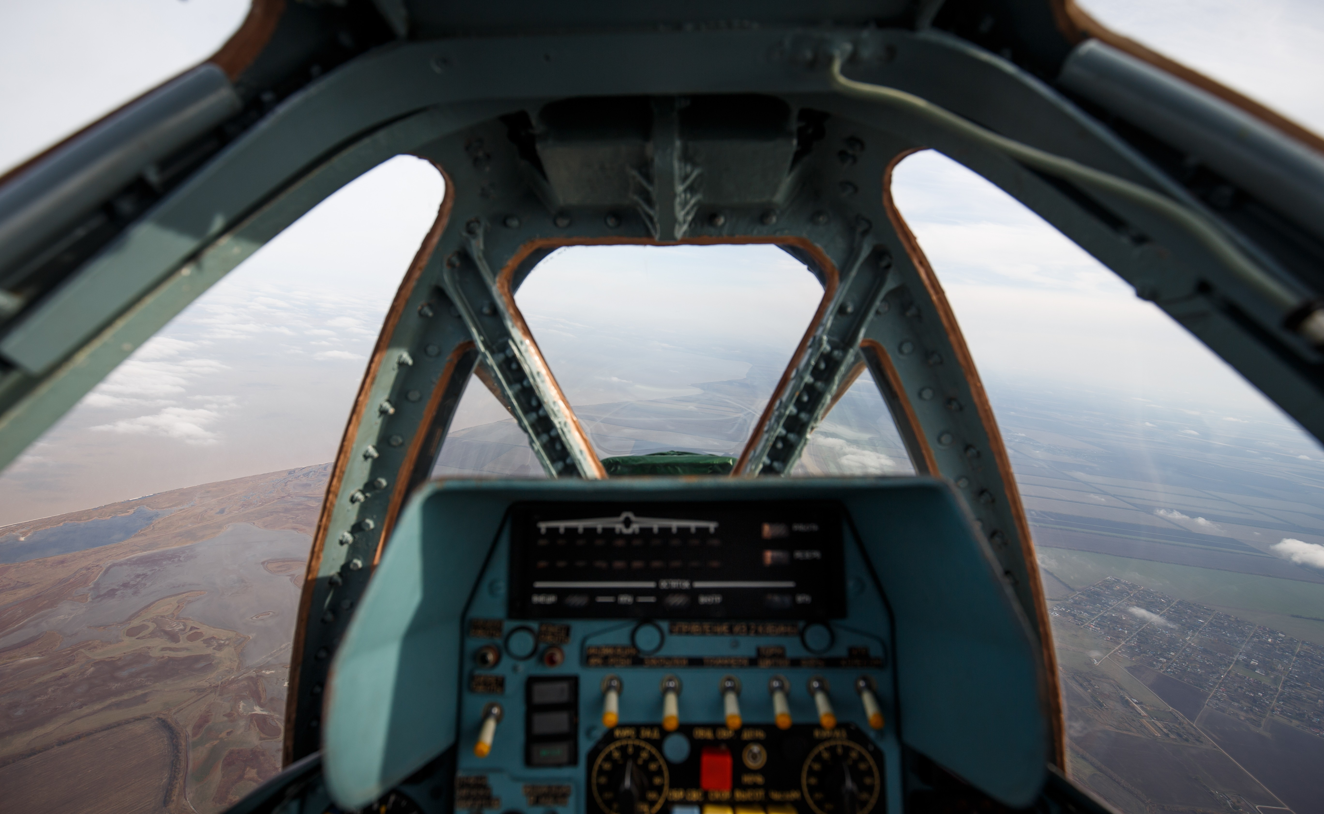<p>Вид из кабины штурмовика Су-25</p> <p><span>Фото:&nbsp;</span><span>&copy;&nbsp;</span><span>РИА Новости/</span>Виталий Тимкив</p>