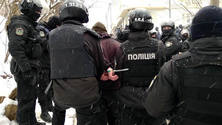 """<p>Фото: &copy; Facebook/<a href=""""https://www.facebook.com/UA.KyivPolice/?hc_ref=ARTZ9ujmTbt9GWCtUMVr56g_fytd1fxMFEsS4CNija97mOLRoR-Hyx0hmvANQaOYGOo&amp;fref=nf"""" data-hovercard=""""/ajax/hovercard/page.php?id=321428301246281&amp;extragetparams=%7B%22hc_ref%22%3A%22ARTZ9ujmTbt9GWCtUMVr56g_fytd1fxMFEsS4CNija97mOLRoR-Hyx0hmvANQaOYGOo%22%2C%22fref%22%3A%22nf%22%7D"""" data-hovercard-prefer-more-content-show=""""1"""" data-hovercard-referer=""""ARTZ9ujmTbt9GWCtUMVr56g_fytd1fxMFEsS4CNija97mOLRoR-Hyx0hmvANQaOYGOo"""">Поліція Києва</a></p>"""
