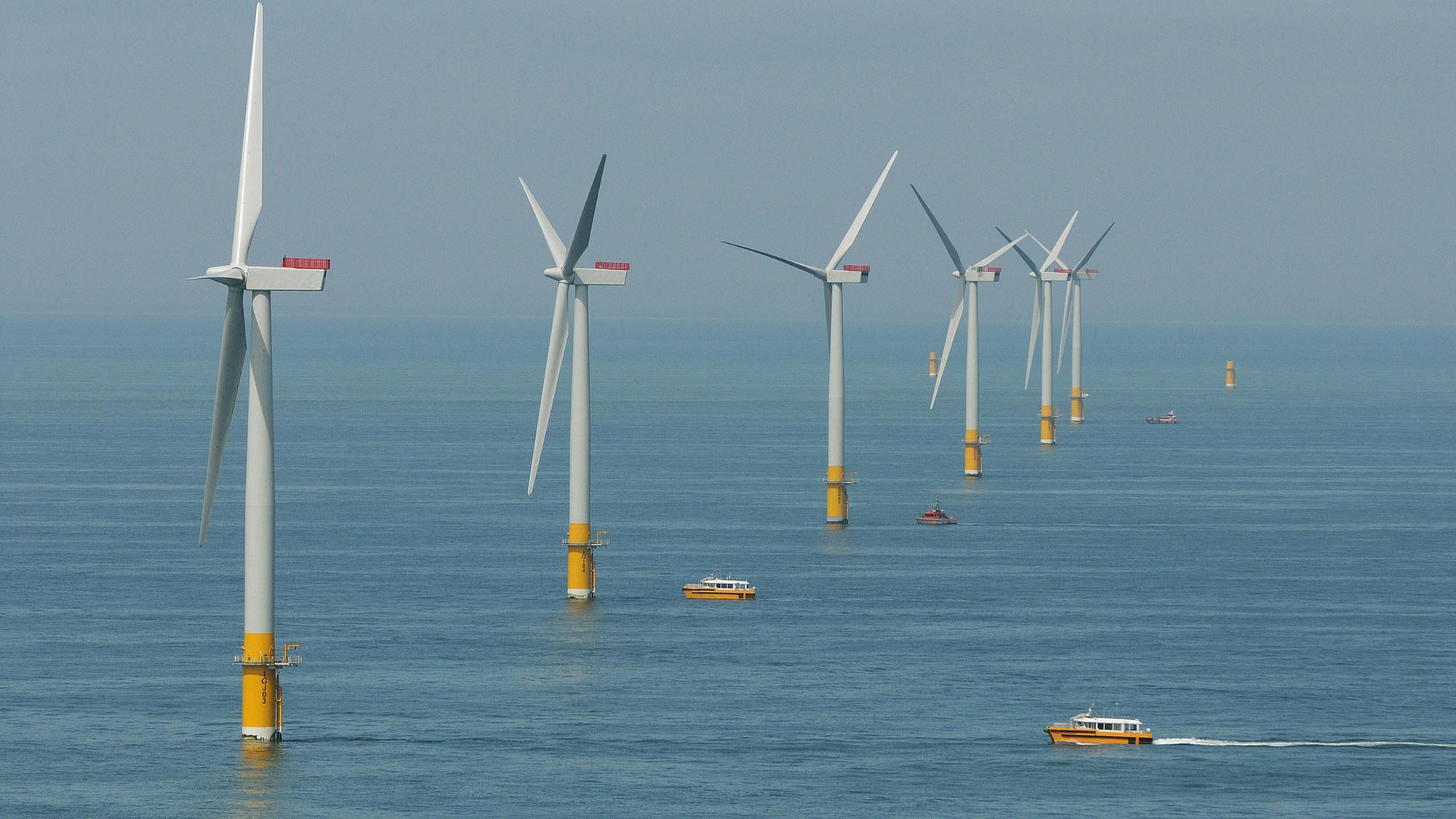 ветрогенератор в поле или океане фото эркерный