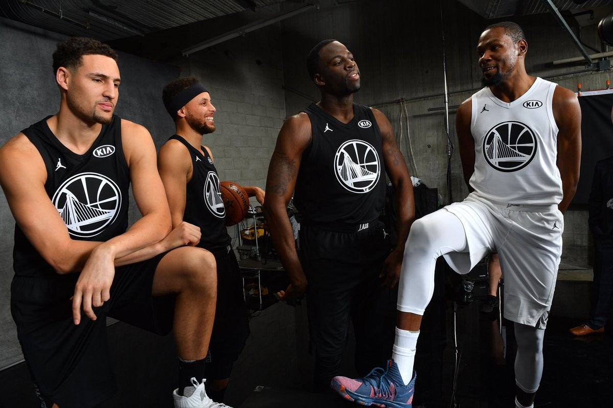 """<p>Фото: &copy; Twitter/<a href=""""https://twitter.com/warriors"""" data-user-id=""""26270913""""><span><strong data-aria-label-part="""""""">Golden State Warriors</strong>&rlm;</span></a></p>"""