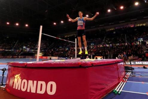 <p>Данил Лысенко после победы в соревнованиях по прыжкам в высоту. Фото: &copy; IAAF</p>