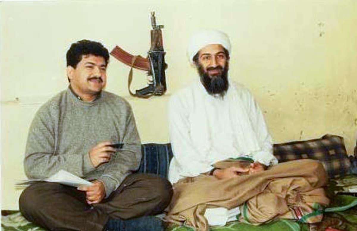 """Пакистанский журналист Хамид Мир во время интервью с эмиром """"Аль-Каиды"""" в Кабуле, 1997. Фото: © wikipedia.org/Hamid Mir"""