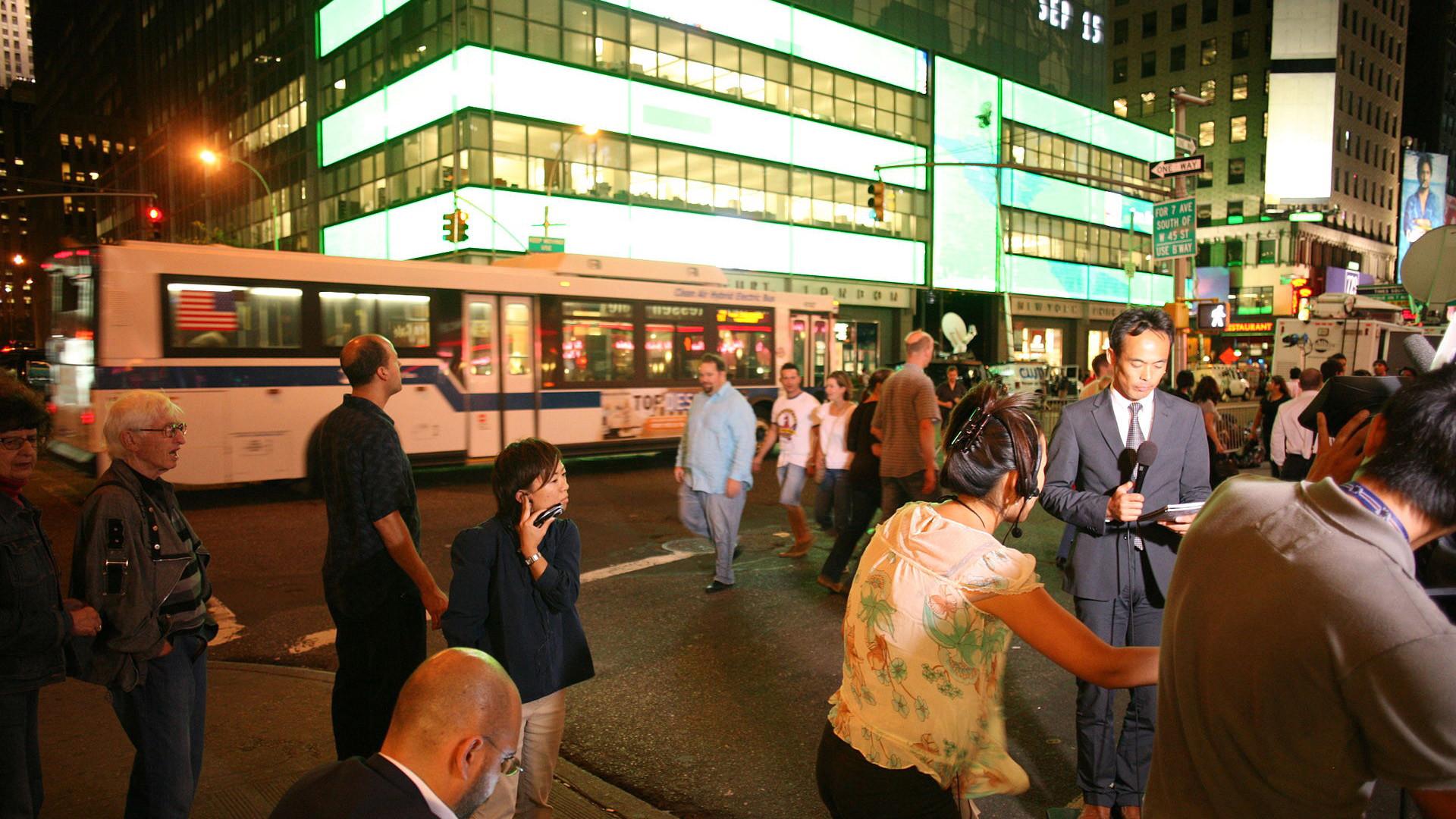 Суета около здания штаб-квартиры Lehman Brothers 15 сентября 2008 года после объявления банкротства. Фото: © wikipedia.org/Robert Scoble